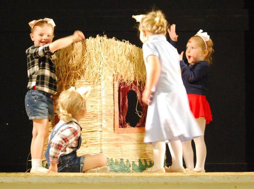 Preschool 3 Little Pigs dancers