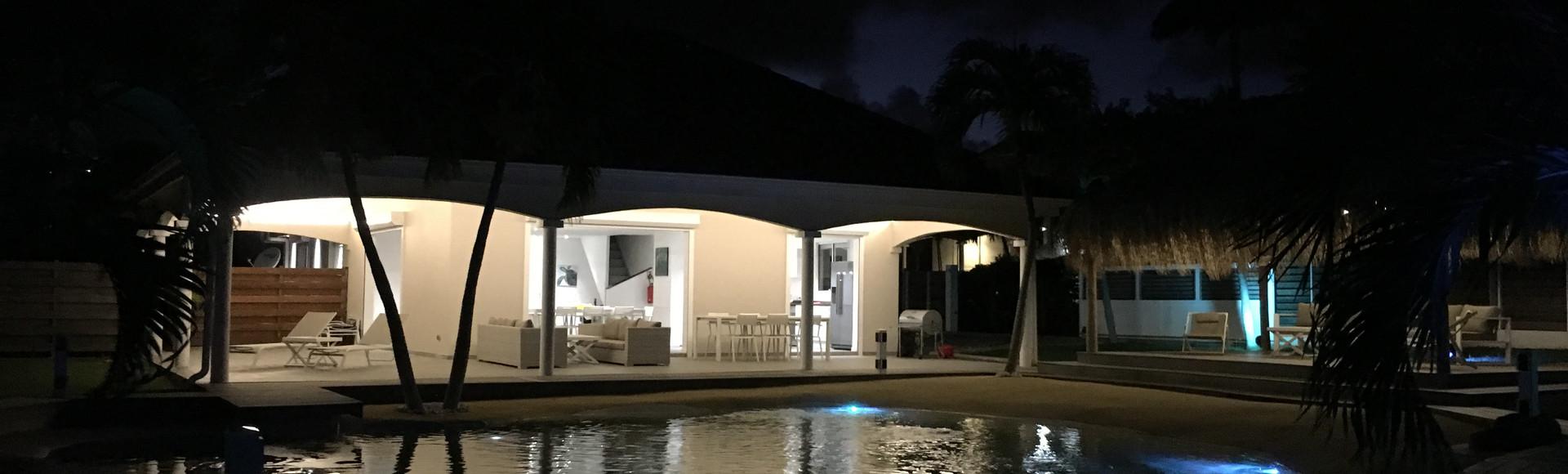 villa-carouge-martinique-exterieur-nuit-