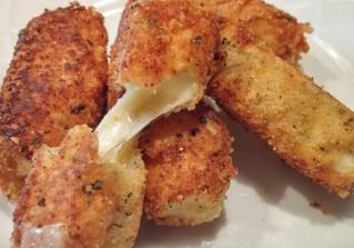 Fried Mozarella Cheesesticks