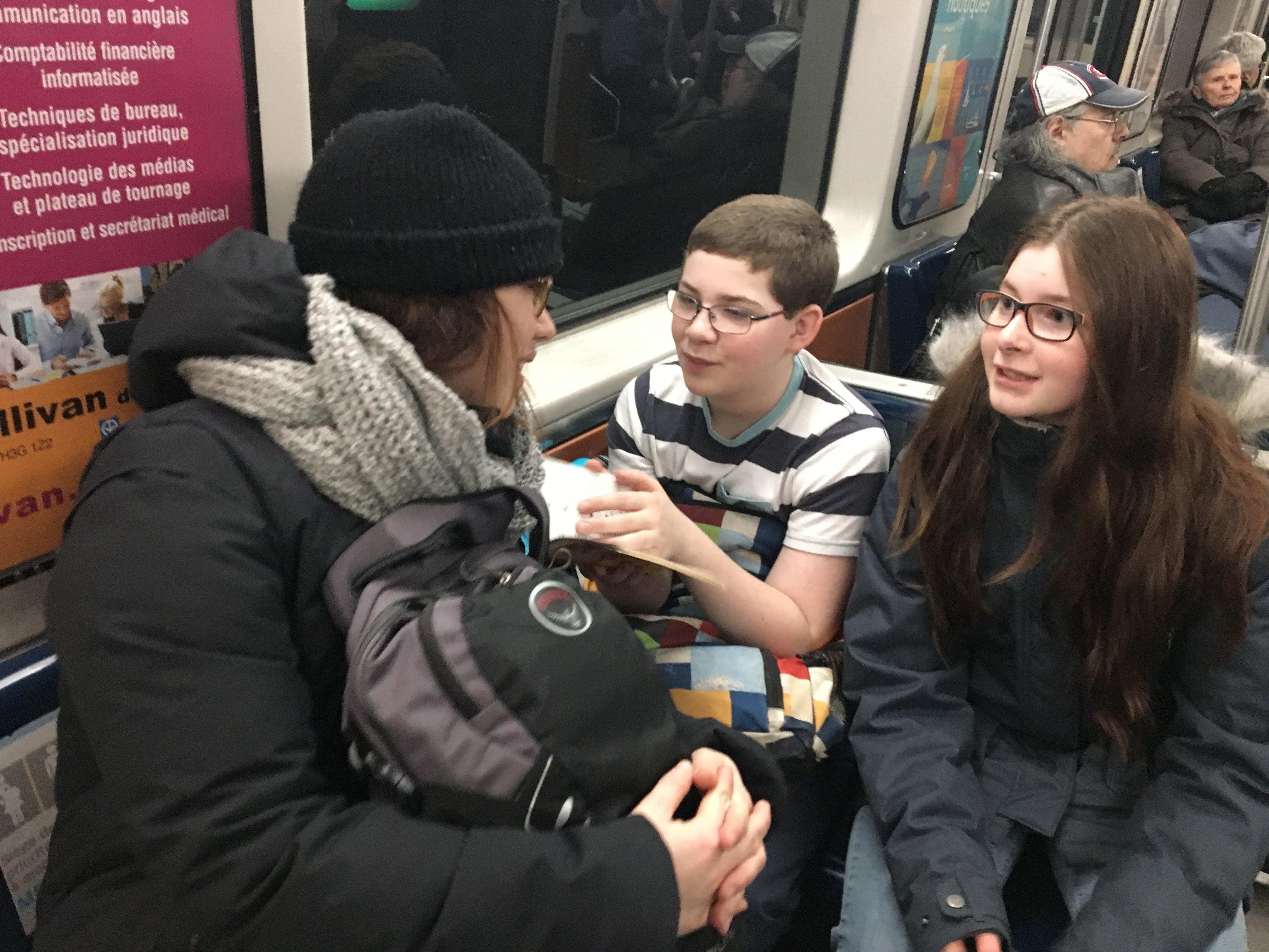 On s'amuse dans le métro!
