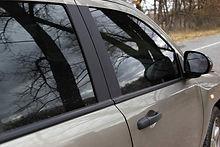 Som auktoriserat bilglasmästeri har vi den främsta kompetensen och är specialiserade på att utföra bilglasbyten och bilglasreparationer på alla typer av fordon.