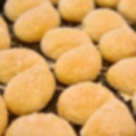 毎食粉から手作りする人気の焼きたてパン。スイスロール(ハイジの白パン)はお子様にも大人気。