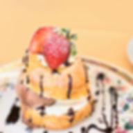 デザートのアイスクリームも手作り。季節の果物や高原ミルクを使った美味しさは格別。