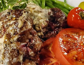 Steak with Roquefort cheese & tomatoes