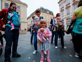 Podľa Európskej komisie je teda tradičná rodina v zložení otec, mama a deti, kontroverzná a dotýka s