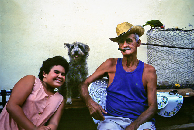 Iris e nonno Carlito, Trinidad, Cuba, 1999
