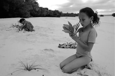 Elodie e Melanie, Lifou, Nuova Caledonia, 2000