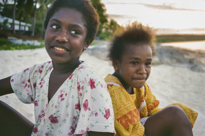 Melissa e Priscille, Lifou, Nuova Caledonia, 2000