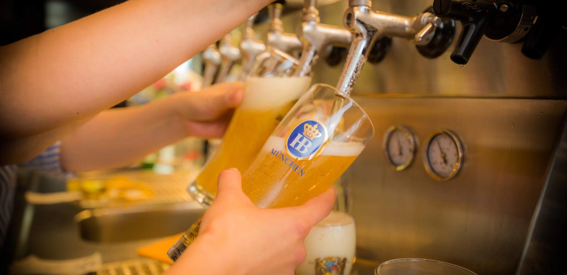 Frisch gezapftes Bier vom Fass