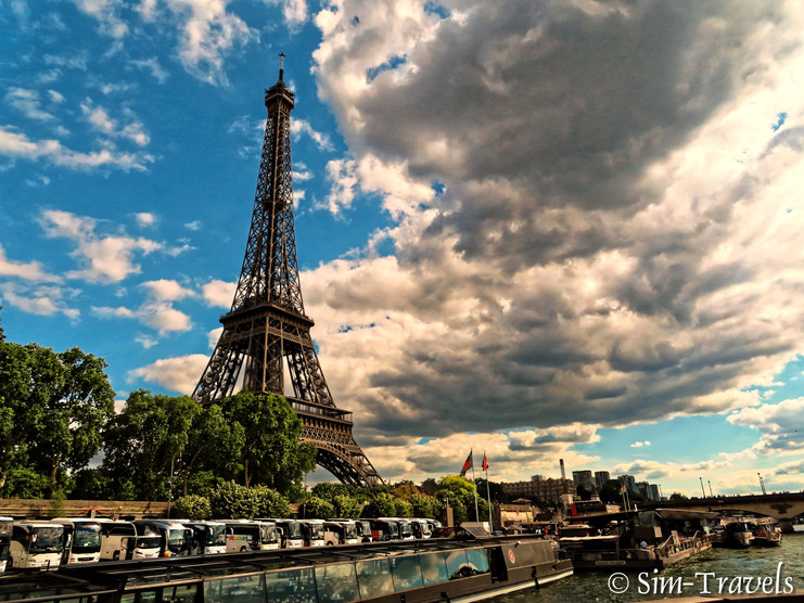 Sienne views of Paris and the Eiffel Tower