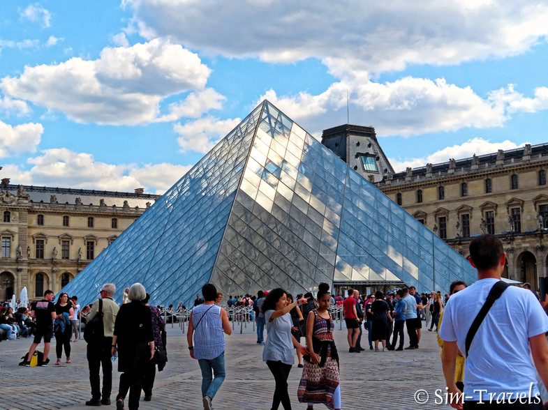 A very busy Louvre