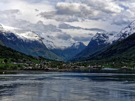 Cruising through the fjords of Norway - Your guide to navigating the coastline