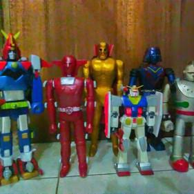 Wooden SUPER Robots: JUST TOYS OR A NEW ART FORM?
