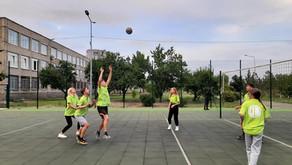 Дружні родинні змагання з волейболу