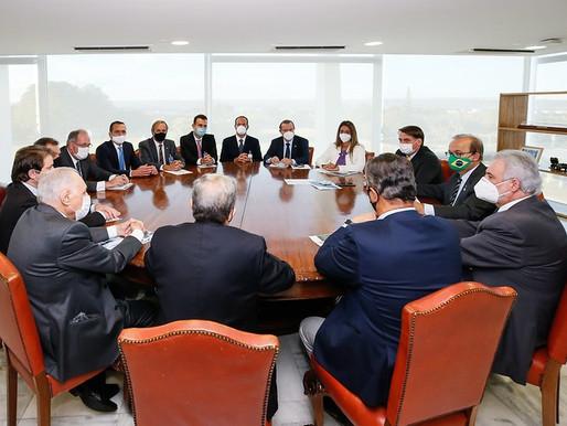 Bolsonaro pede à equipe que destrave de socorro a setores como eventos, bares e restaurantes