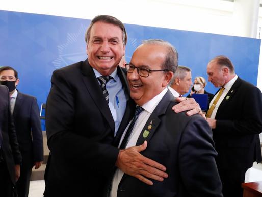 """""""Você foi aquele homem que salvou milhões de empregos no Brasil"""", diz Bolsonaro a Jorginho Mello"""