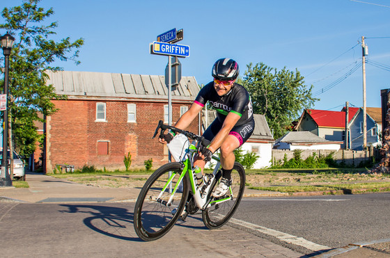 """Faire l'elastique"": Crit Racing at Larkin"