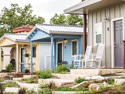 Arquitetos constroem casas populares para pessoas em situação de rua