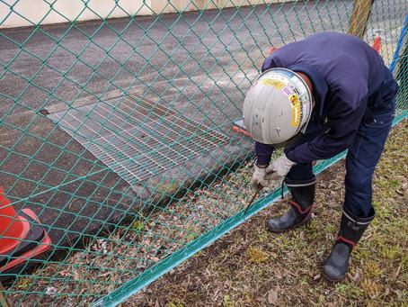 公園のフェンスを直してきました!!暑くなってきたので、しっかり水分を補給して工事します。