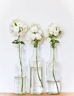 vase fleurs blanches, fleur marrakech, fleuriste Marrakech