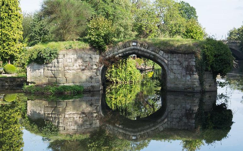 Old_Castle_Bridge_ruins,_Warwick.jpg