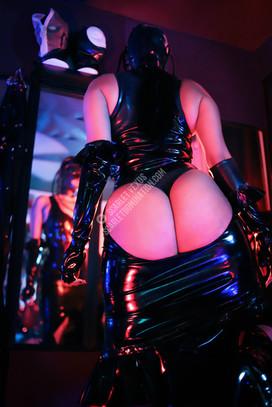domina dominant female domination domme dominatrix mistress austin texas submission S&M kink bdsm caning flogging fetish latex rubber rubberdoll femdom facesitting facesitter