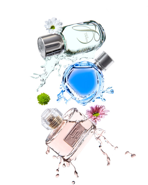 Фотосъемка парфюма с водными плесками для журнала TOPBEAUTY