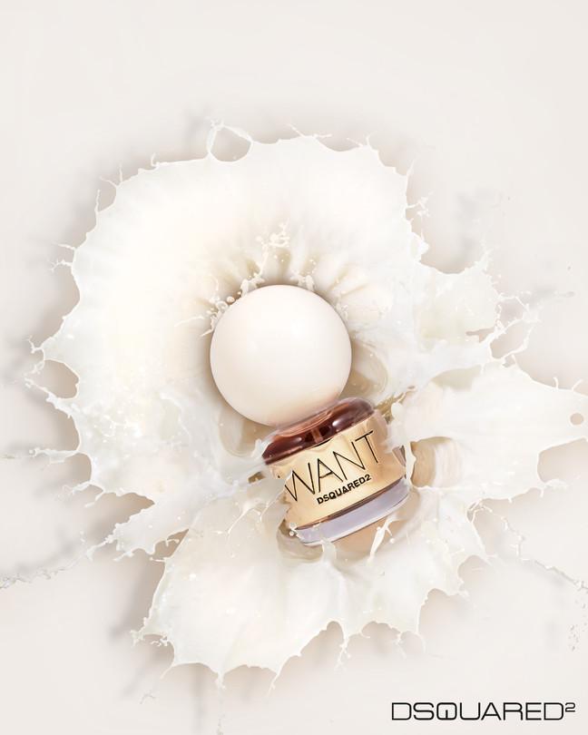 Фотосъемка парфюма в большом молочном плеске. Собственный проект
