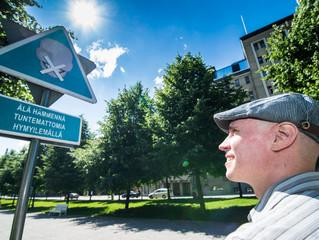 #Kylttitempaus Tampereen Hämeenpuistossa
