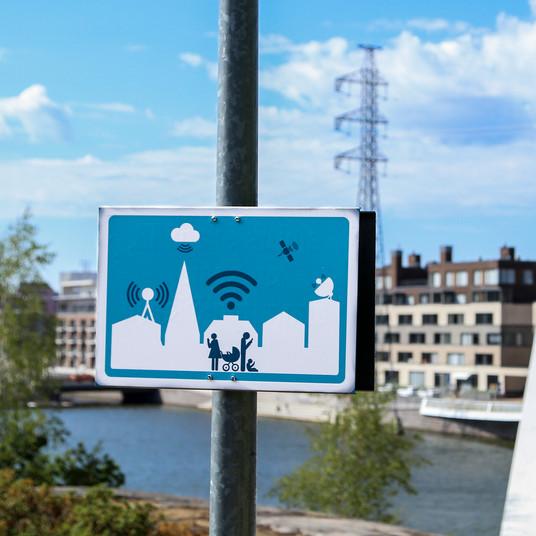 Digitalisoitunut kaupunkialue  2018. Printtitarrat kierrätetyille alumiinipohjille.