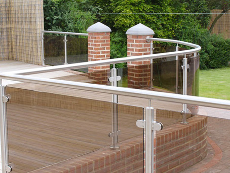 Glass balustrades for decking – the must-have feature for your garden this summer