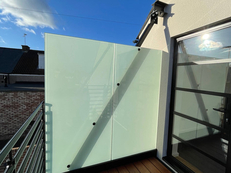Privacy glass panels for balcony