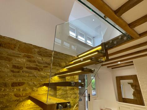 Frameless glass banister