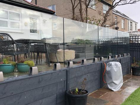 Frameless glass balustrade for raised garden patio