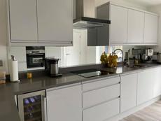 Mirror glass splashbacks for kitchens