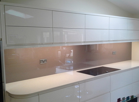 Glass splashback trends for your kitchen