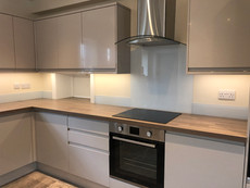 Painted glass hob splashback and upstands for kitchen