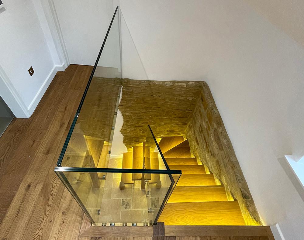 Frameless glass balustrade for stairs