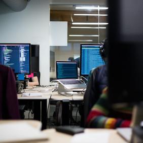 Waspadai Ancaman Peretasan dari Dalam Kantor yang Tidak Disadari
