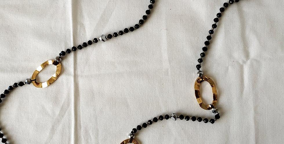 Κολιέ μακρύ με μαύρες χάντρες και χρυσά σχέδια