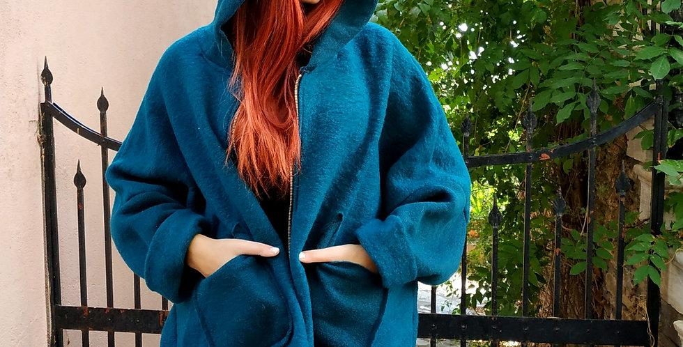 Παλτό μπλε με ζιπ και κουκούλα.