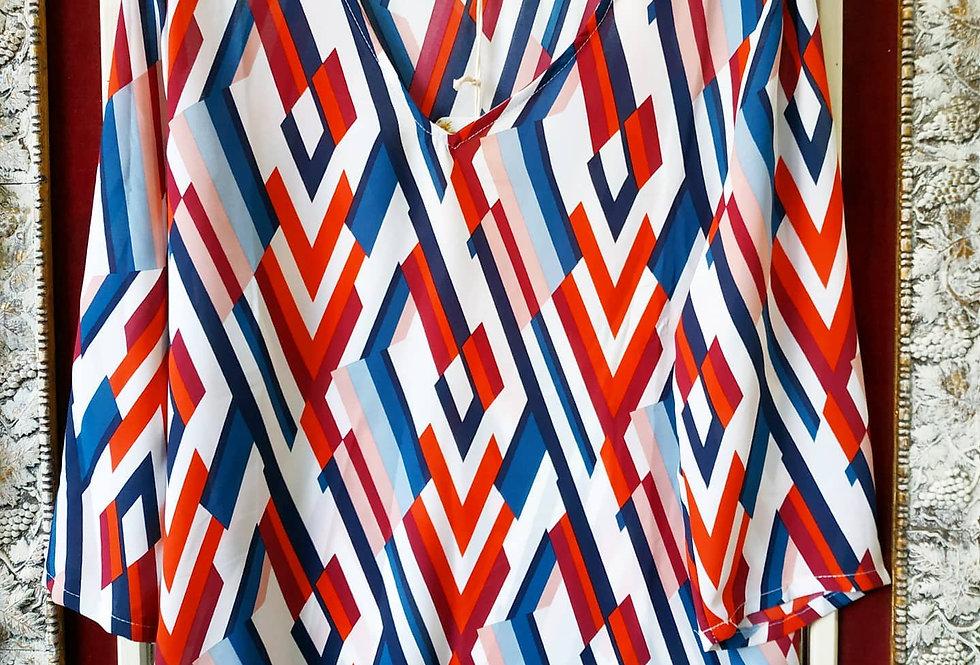 Μπλούζα πολύχρωμη με πολυγωνικά σχέδια.