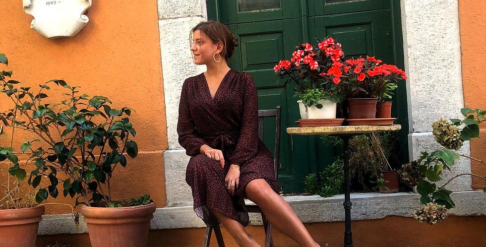 Φόρεμα μάξι λεοπάρ σκούρο μπορντό με πλισέ φούστα.