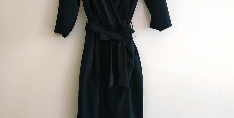 Φόρεμα midi μαύρο με κόψιμο στη φούστα.