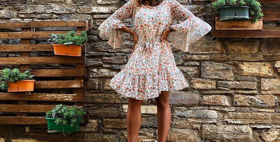 Φόρεμα λουλουδάτο με 3/4 μανίκι σε χρώμα της βανίλιας.