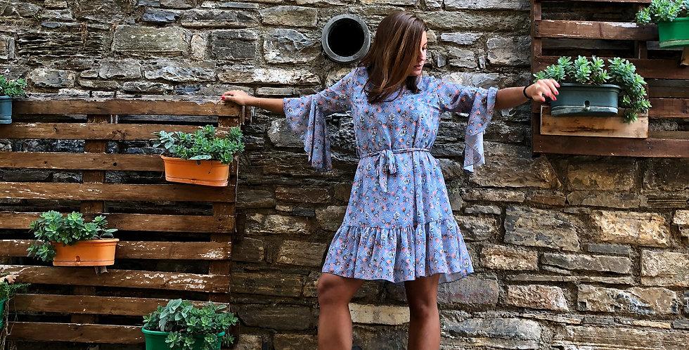 Φόρεμα λουλουδάτο με 3/4 μανίκι σε γαλάζιο χρώμα.