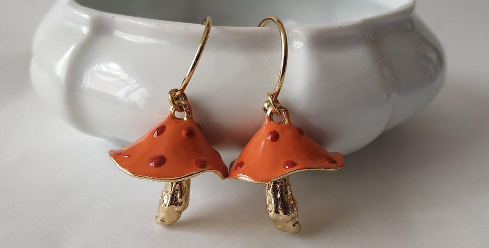 Σκουλαρίκια πορτοκαλί και κόκκινο μανιτάρια.