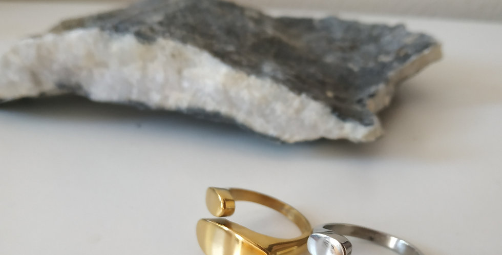 Δαχτυλίδι από  ανοξείδωτο ατσάλι με κυκλικά σχέδια
