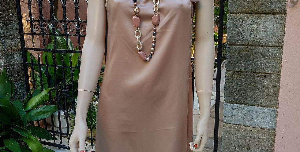 Φόρεμα midi σε μπεζ χρώμα με φιόγκο.