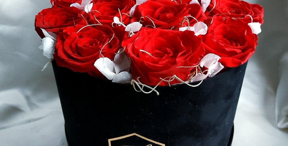 Κουτί με forever roses και ορτανσία.